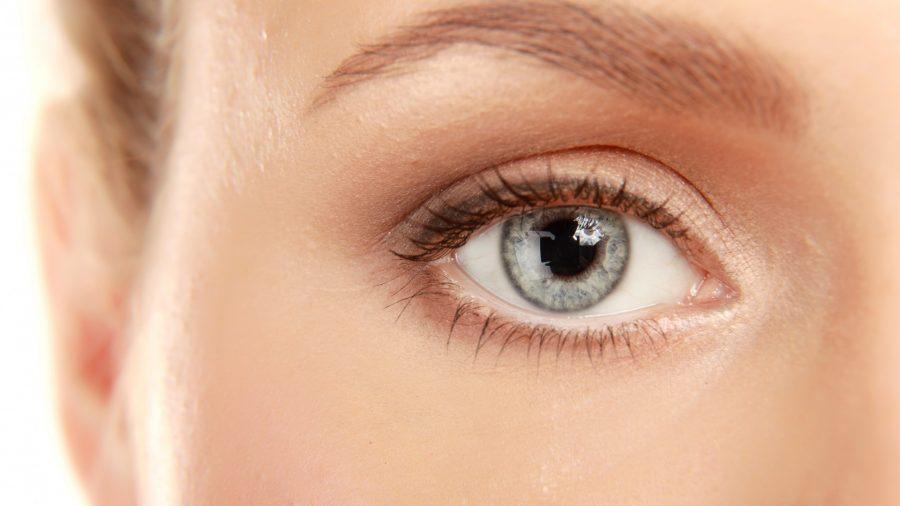 убрать мешки под глазами макияжем