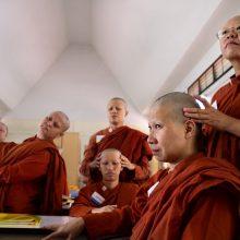 Тибетская гормональная гимнастика — польза, противопоказания, правила выполнения упражнений